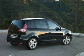 Renault Scenic (2009 - 2012) used car review