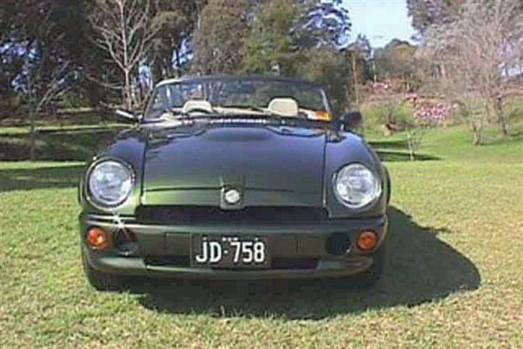 MG RV8 (1992 - 1995) review