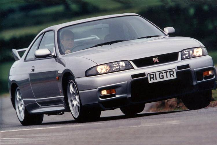Nissan Skyline GT - R R33 (1997 - 1999) review