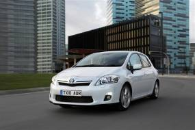 Toyota Auris Hybrid (2010-2013) review