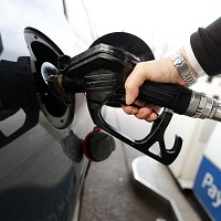 Inflation remains weak as drivers benefit