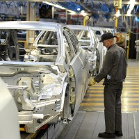 Car industry reports rise in output