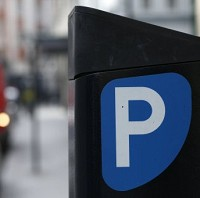 Minister demands free high street parking