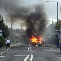 Vauxhall Zafira catches fire in London