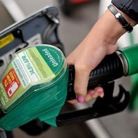 Asda cuts petrol price to under £1 a litre