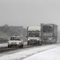 Snowfall traps hundreds of drivers