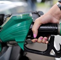 'Oil price plunge could benefit drivers'