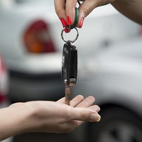 Motorists drive hard bargain on new cars