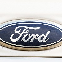 Ford cars 'can see round corners'