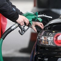 Price at pumps aids inflation drop