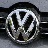VW boss apologises for emissions scandal