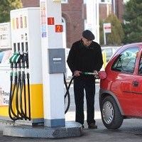 Drivers benefit from falling oil prices