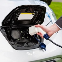Electric cars 'should emit sound'
