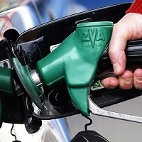 Supermarkets cut petrol prices