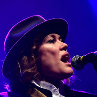 Cerys Matthews sings praises of e-cars