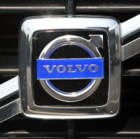 'Ambitious' Volvo targets driverless trials
